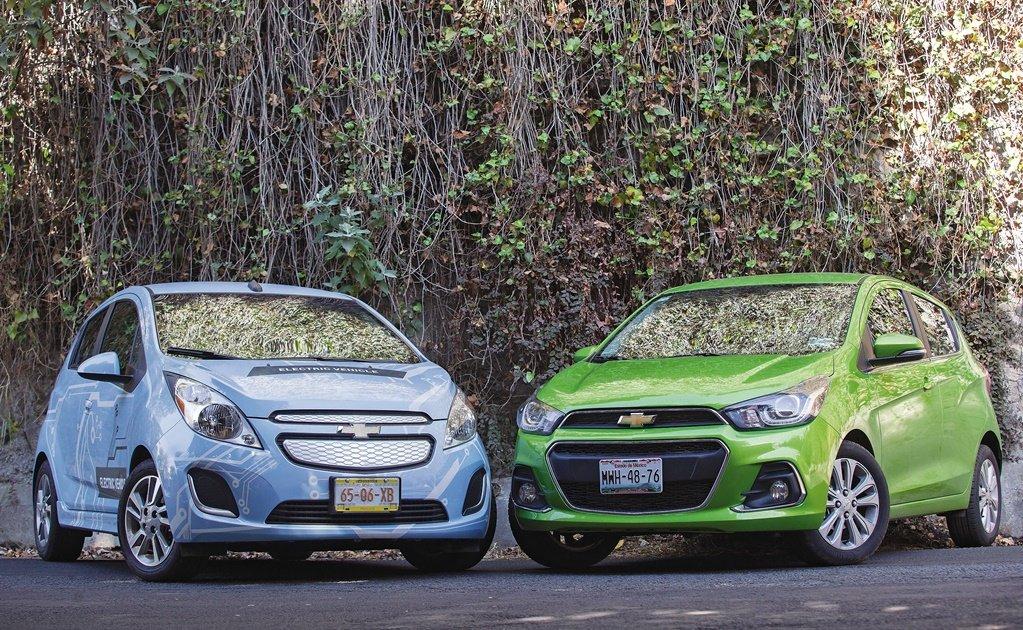 Auto nuevo azul verde