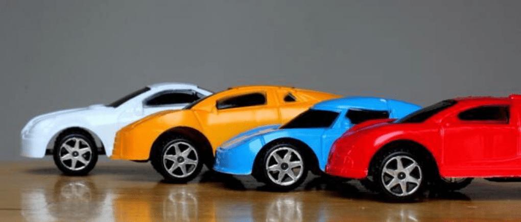 Autos pequeños de colores
