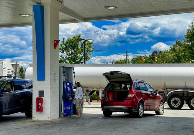 ¿Por qué mi auto gasta mucha gasolina?